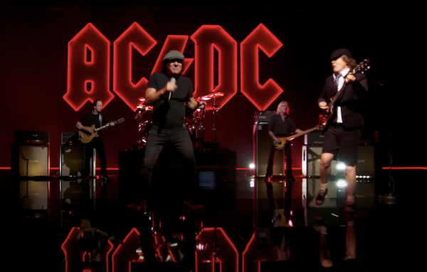 Imagen del videoclip de PowerUp de la banda de rock AC/DC