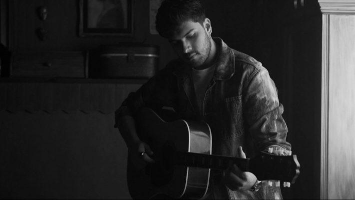 """Imagen del vídeo de la canción """"Quién robó tu luz"""" del artista español Javy Ramírez"""
