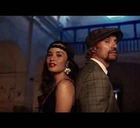 Imagen del videoclip de Lengua de Signos de Macaco con Catalina García de Monsieur Periné