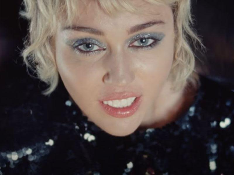 "Miley Cyrus publica el vídeo de ""Angels Like You"""
