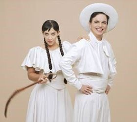 """Imagen del dúo argentino de música dance Miranda! en el videoclip de """"Por amar al amor"""""""