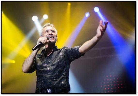 Imagen del cantante español Sergio Dalma en concierto