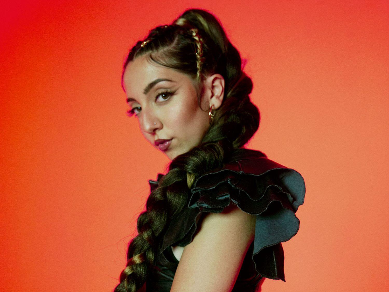 """Lucía Fernanda se entrega a la rumba urbana en """"Bailando con mi gente"""", anticipo de su primer álbum"""