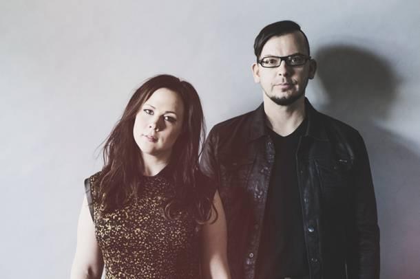 """Elviira & Raken uusi single """"Kuolleet nousee haudoista"""" on voimalaulu niille jotka eivät suostu taipumaan"""