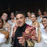 Kurkista Robbie Williamsin huikeisiin Party Like A Russian -bileisiin