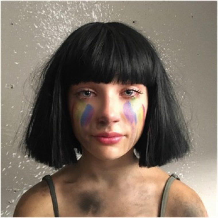 """Sian uusi single """"The Greatest"""" nousi listaykköseksi 50 maan iTunesissa – pysäyttävä video on tribuutti Orlandon yökerhoampumisen uhreille"""