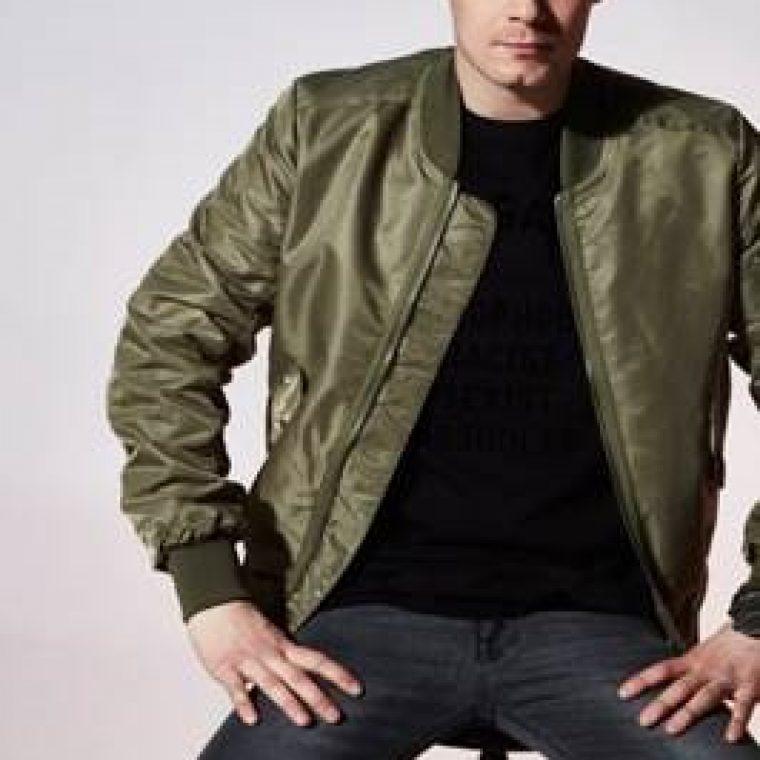 """Asteen uusi single """"Peruskallio"""" on vastaisku egoilulle"""