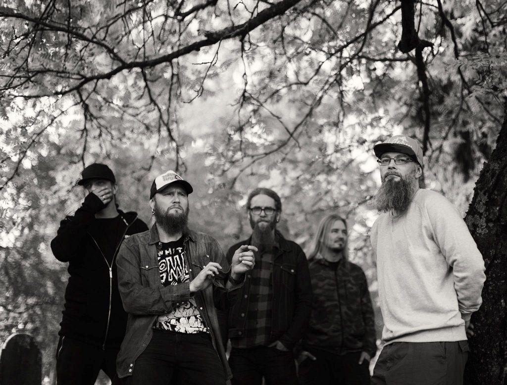 Metalliyhtye Mokoma julkaisi tänään kaksi akustista kappaletta