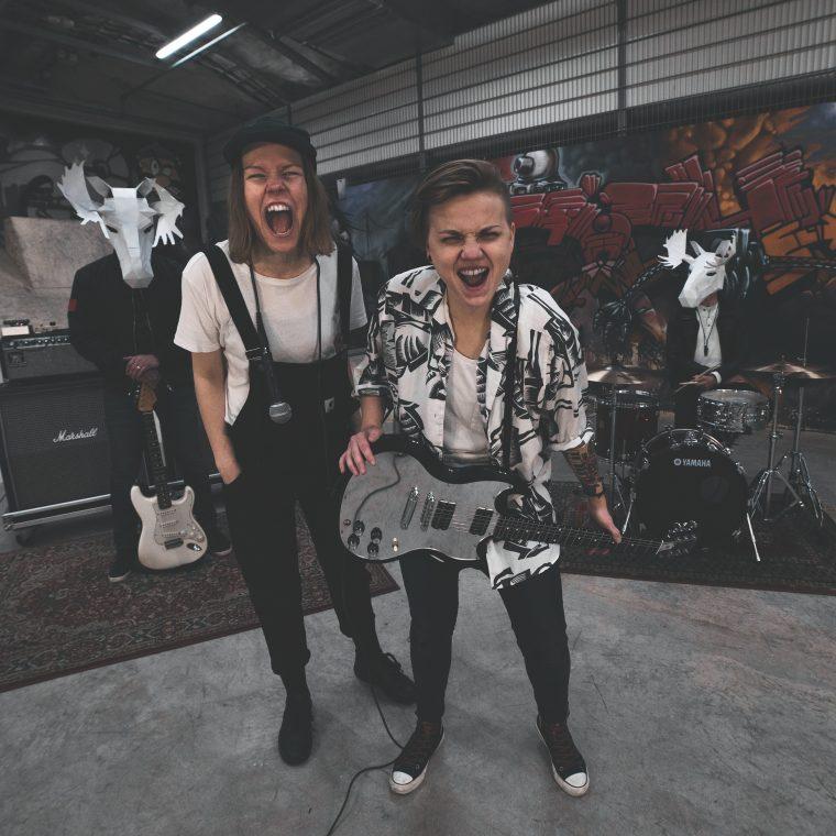 """Uusi ja raikas duo Sitku yhdistää musiikissaan orgaanista räppiä ja poppia – uusi single """"Hirveä pari"""" julkaistiin tänään"""
