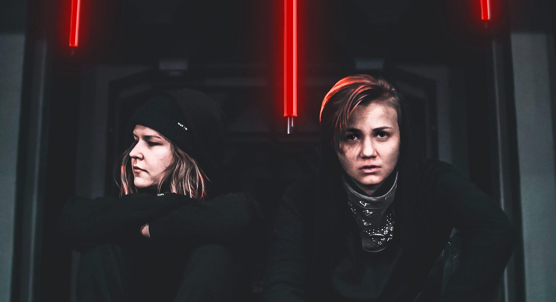 """Sitku-yhtyeen uusi single """"Happee"""" kertoo kiireestä ja siltä pakenemisesta"""