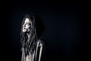 """Juno pyytää synninpäästöä uudella singlellä """"Katumuksen sakramentti feat. LEO"""""""