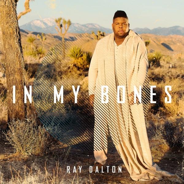 """Sta scalando le classifiche radiofoniche e digitali europee """"IN MY BONES""""   Il singolo dell'hitmaker statunitense nominato ai GRAMMY RAY DALTON   In rotazione radiofonica"""