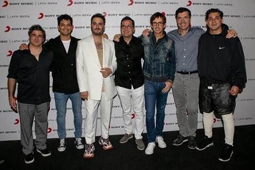 REIK renueva contrato con su casa disquera SONY MUSIC MÉXICO en alianza con SONY MUSIC US LATIN