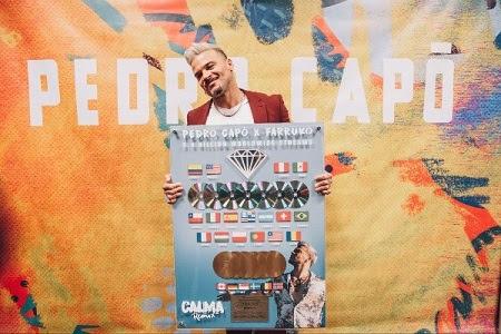 """PEDRO CAPÓ recibe reconocimiento global por su éxito mundial """"CALMA (REMIX)""""  y celebra ante casa llena en el Coliseo de Puerto Rico"""