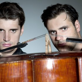 2CELLOS_DSC3873_color_by-Stephan-Lupino1.jpg