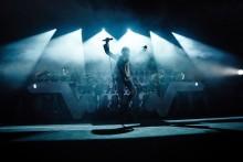"""STROMAE – sztorm na listy przebojów z koncertowym DVD  – """"√ LIVE"""" w sprzedaży jeszcze przed świętami!"""