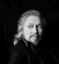 Barry Gibb podpisuje kontrakt z Sony Music! Nowa płyta jesienią!