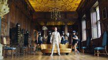 """ROBBIE WILLIAMS ujawnia singiel promujący nową płytę – zobacz szalony klip do piosenki """"Party Like A Russian""""!"""