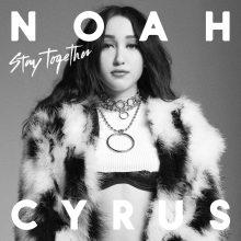 """Noah Cyrus – siostra Miley Cyrus – idzie za ciosem: posłuchajcie nowego utworu autorki hitu """"Make Me (Cry)"""" !"""