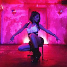 """Wschodząca gwiazda latynoskiego popu –  Becky G w nowym, tanecznym singlu """"Mayores""""!"""