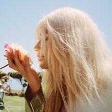 """Kesha wybiera się do krainy czarów, które są jej własną historią! Posłuchaj i zobacz teledysk do piosenki """"Learn to Let Go""""!"""