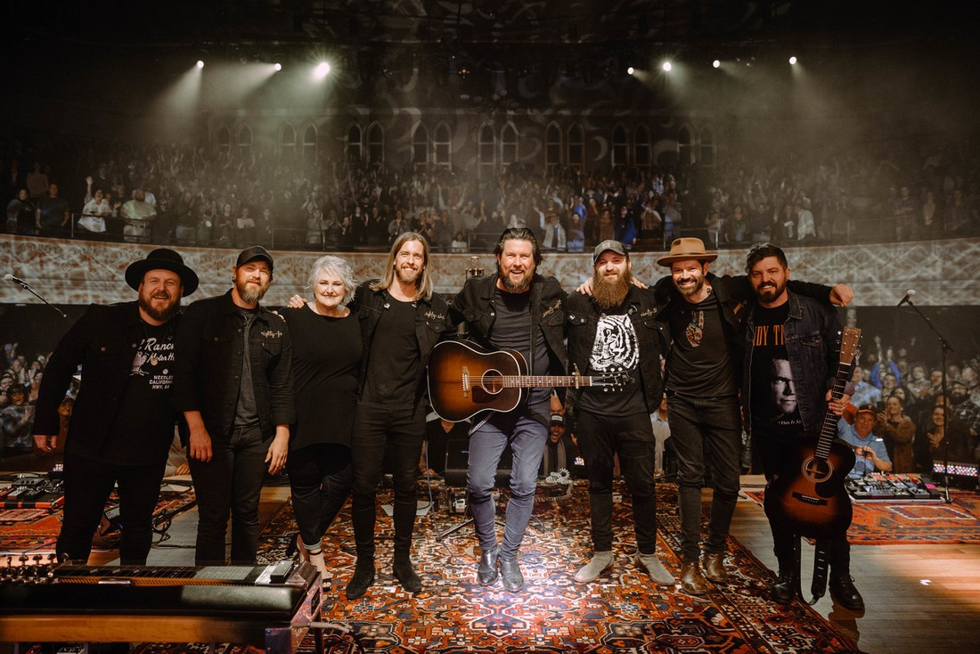 GRAMMY®-AWARD WINNING ZACH WILLIAMS WRAPS HEADLINING FALL TOUR; thumbnail