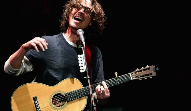 "Chris Cornell recuerda a Scott Weiland tocando ""Say Hello 2 Heaven"""