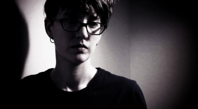 Clara Engel lanzó un nuevo e introspectivo EP