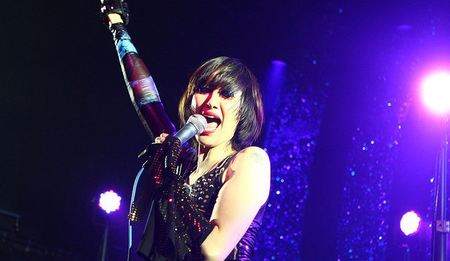 Yeah Yeah Yeahs regresan a los escenarios y coverean a David Bowie