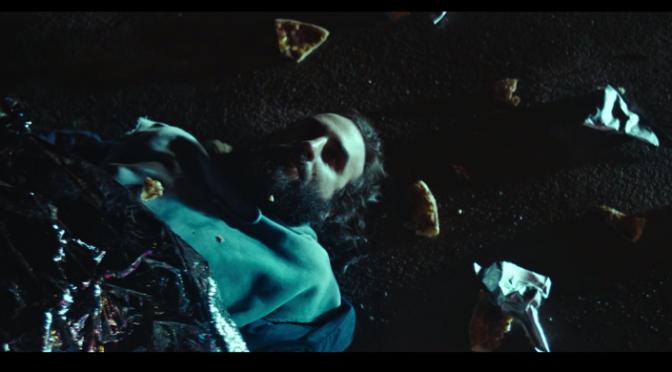 """El Guincho estrena """"Pizza"""" con un video muy irónico"""