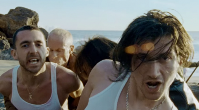 "The Last Shadow Puppets lanzan su tercer video ""Miracle Aligner"""