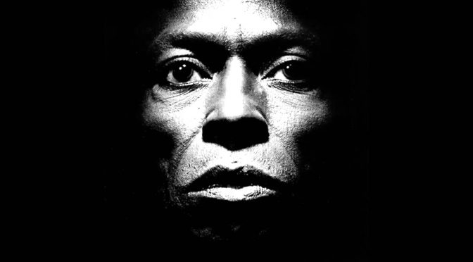 Robert Glasper y varios artistas más colaborarán en un tributo a Miles Davis