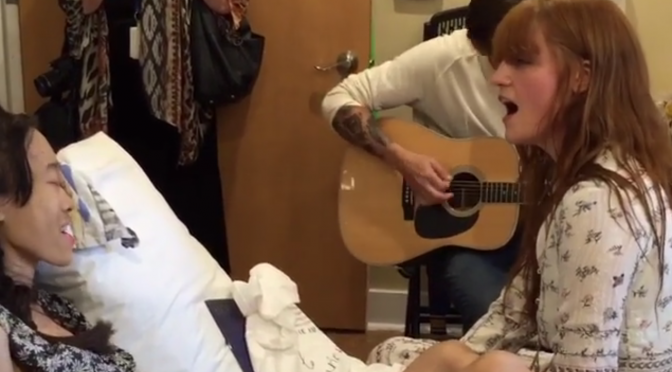 Florence Welch dio un mini concierto para una fan en el hostpital