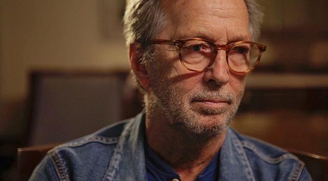 Eric Clapton con problemas para tocar la guitarra
