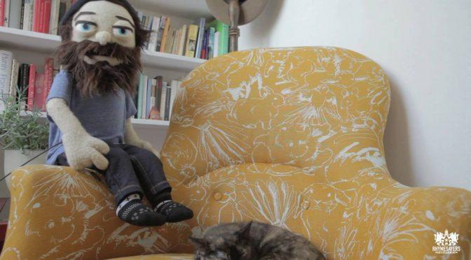 Aesop Rock de peluche y su gato protagonizan su nuevo video