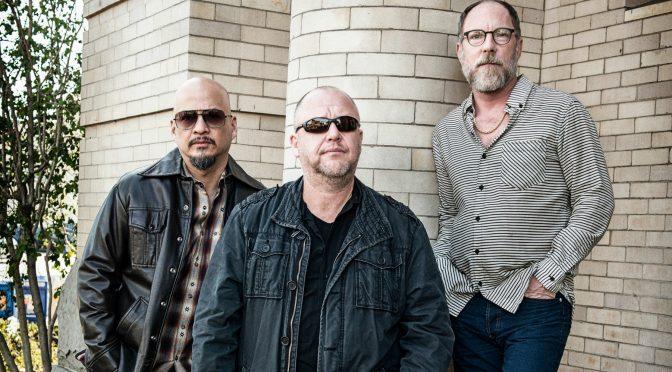 Pixies-escaleras-casa-ladrillos