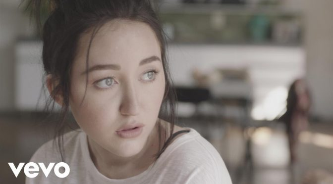 Noah Cyrus, sí la carnalita de Miley, lanza un sencillo nuevo