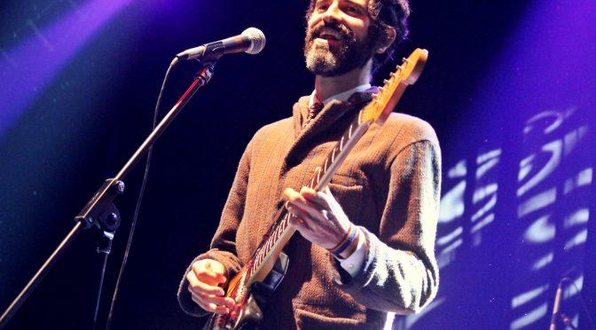 Devendra Banhart en El Plaza, entre sonrisas y guitarra