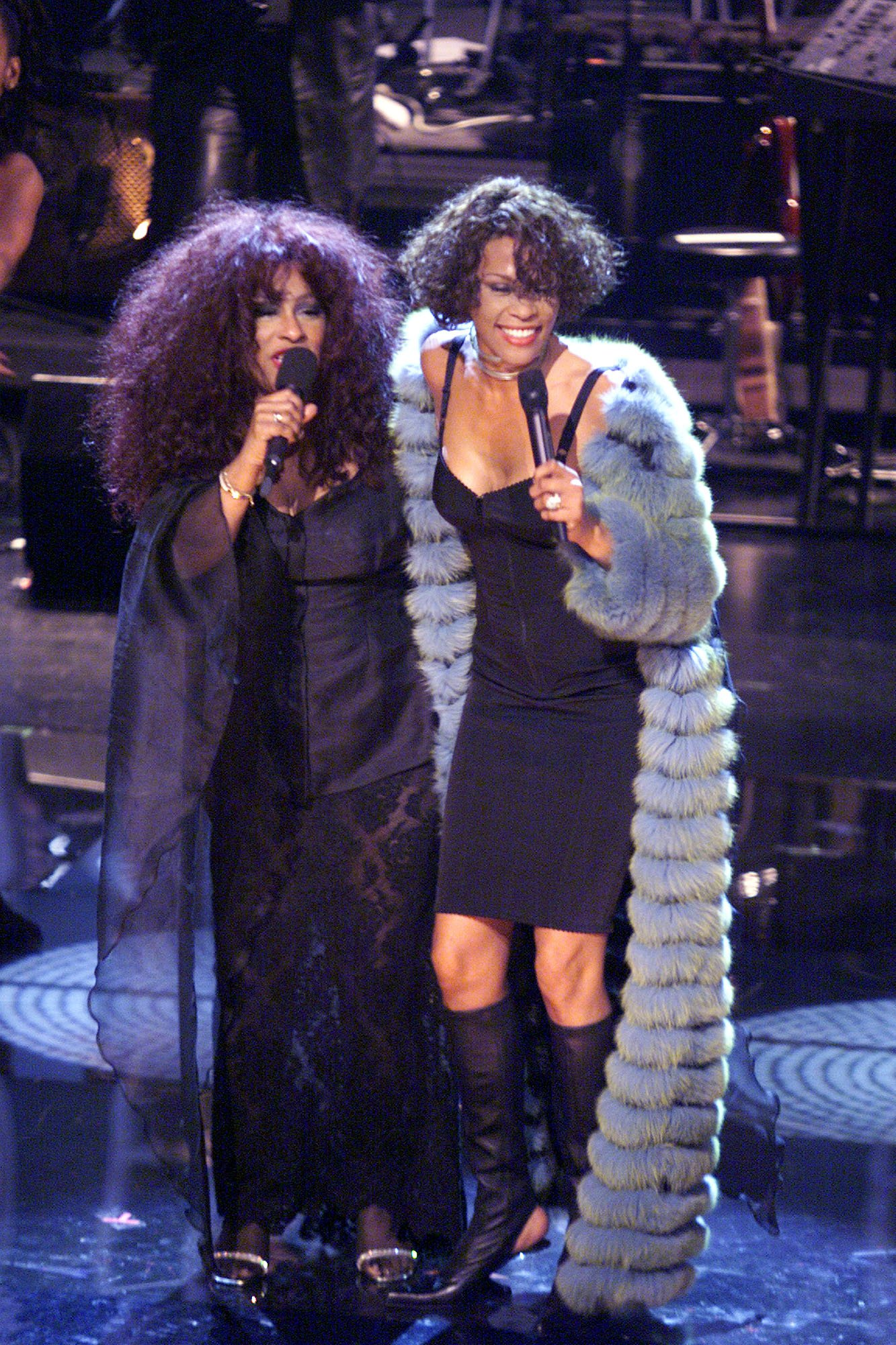 Chaka Khan and Whitney Houston perform during the finale of the VH1 DIVAS LIVE '99 at the Beacon Theatre in New York on April 13