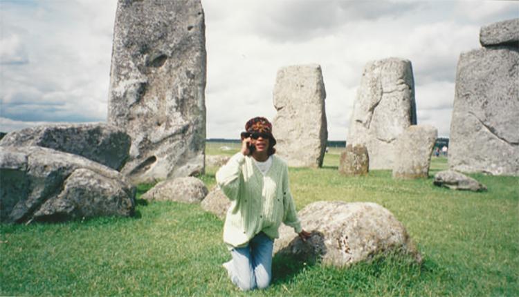 Whitney Houston visits Stonehenge in 1998