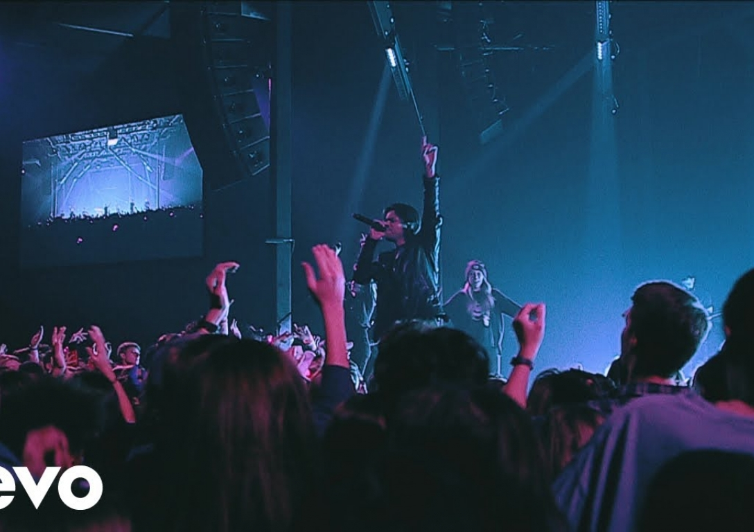 Passion - Lift Up Jesus (Live) ft. Brett Younker