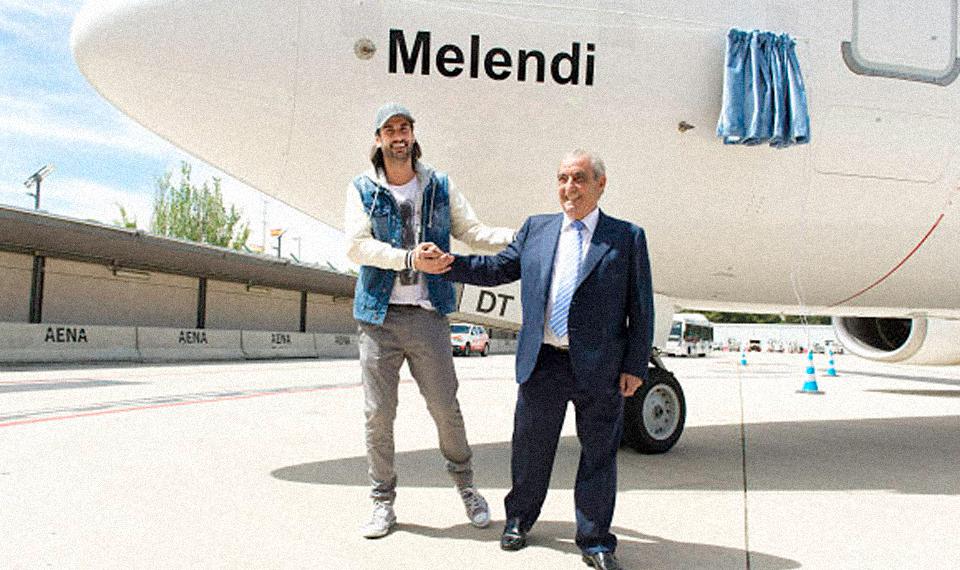 Air Europa bautiza un avión 737-800 con el nombre del cantante Melendi