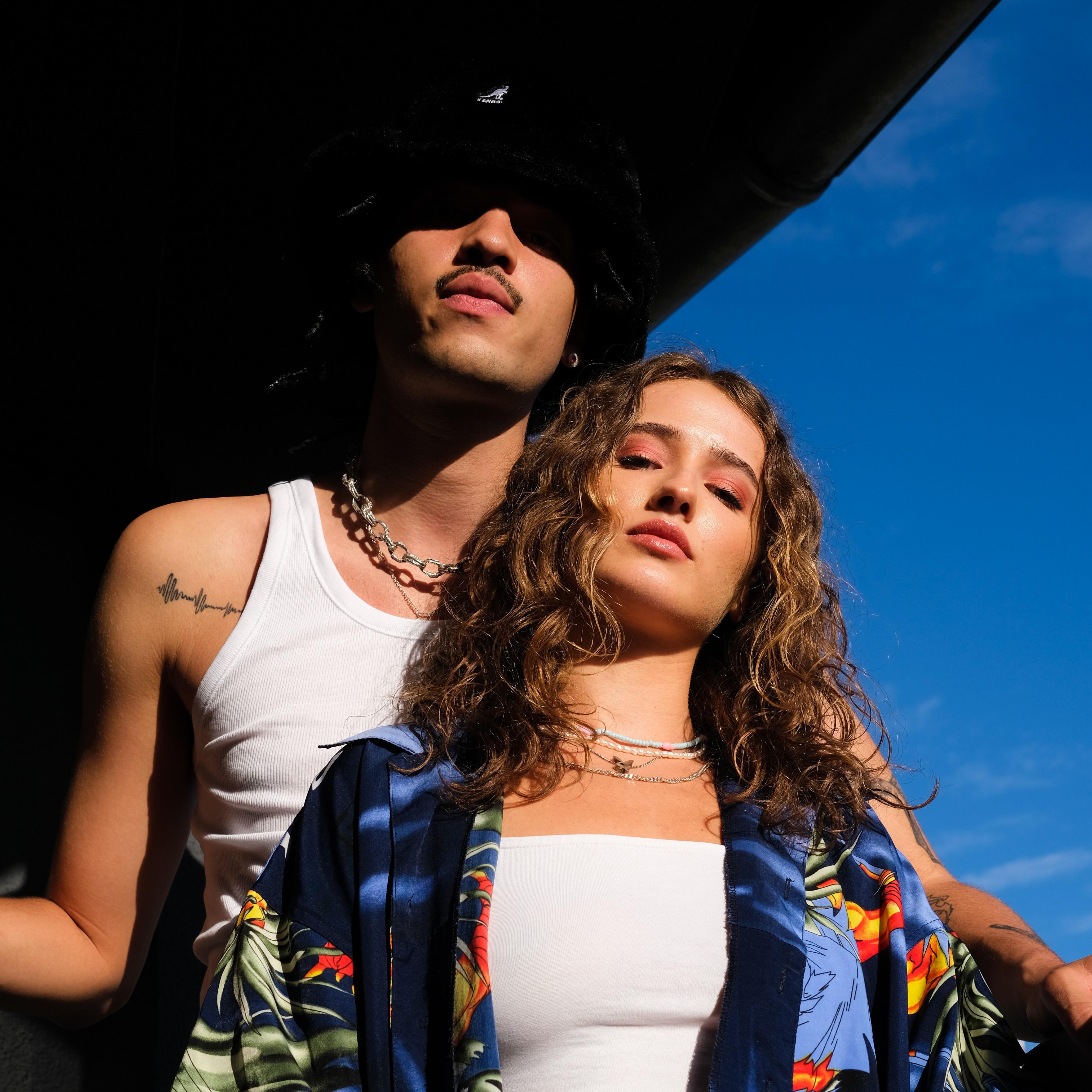"""Wir ziehen durch laue Sommernächte mit badchieff & Yecca im neuen Musikvideo zu """"REPLAY"""""""