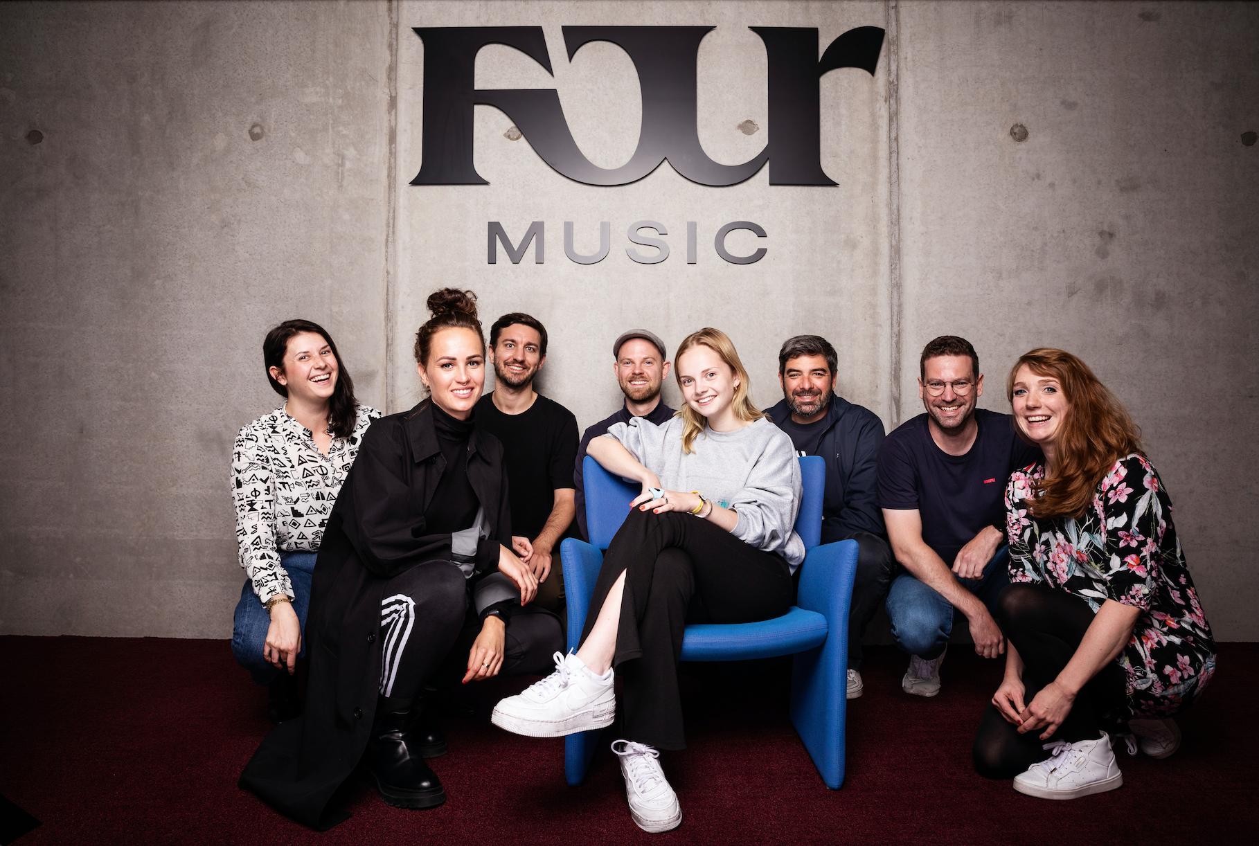 Paula Hartmann unterschreibt bei Four Music