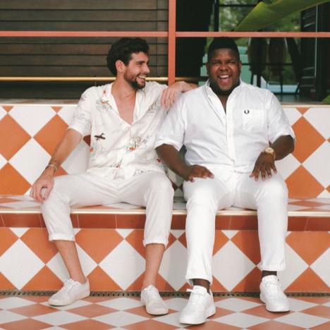 """Zusammen mit Alvaro Soler singt Ray Dalton mit """"Manila"""" eine Ode an die Freundschaft."""
